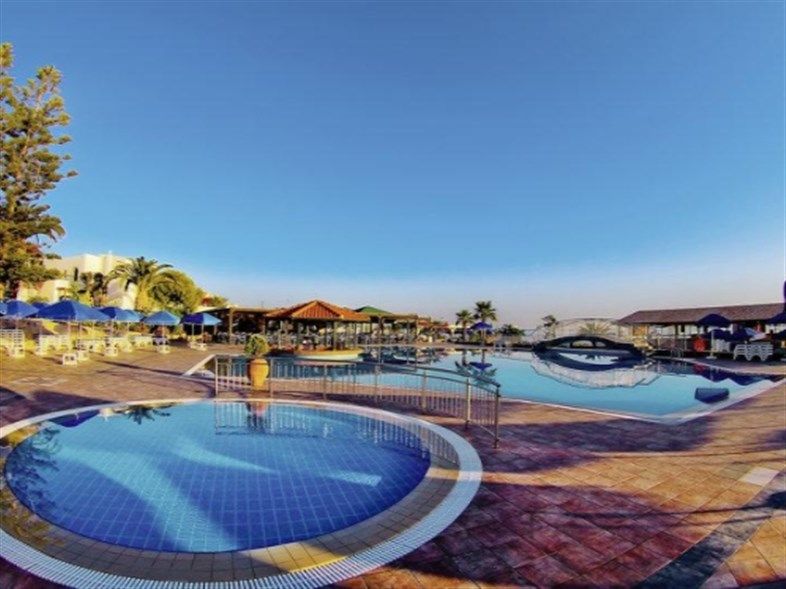 Nana Beach Resort \ Informatie