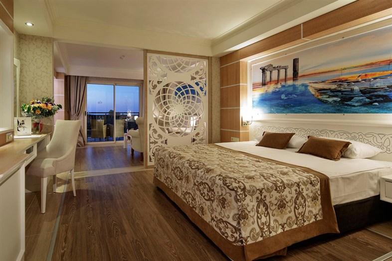 Hotel Crystal Sunset Luxury Resort & Spa