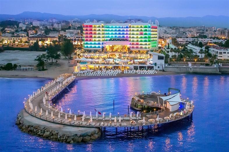 Hotel Azura Deluxe Resort & Spa