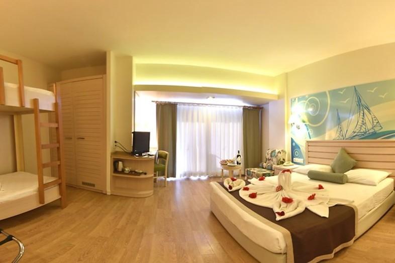 Hotel Thalia Beach Resort